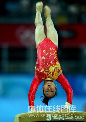 图文-体操女子团体决赛打响 程菲漂亮转体