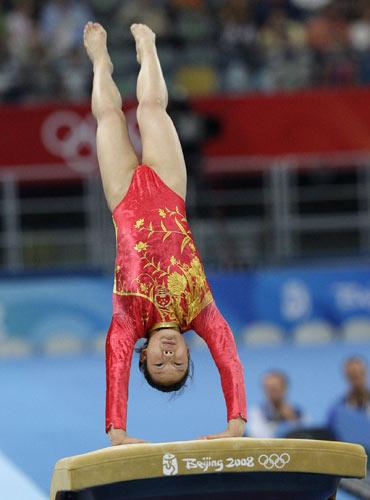 图文-[奥运]体操女子跳马决赛 程菲全力一跳