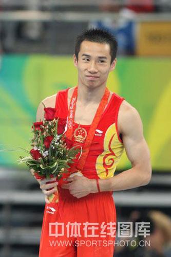 图文-奥运会男子鞍马决赛 冠军的微笑
