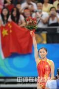 图文-中国选手何雯娜夺得女子蹦床冠军 此时她最美