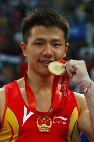 图文-奥运会体操男子吊环决赛 陈一冰感受金牌