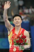 图文-[奥运]体操男子双杠决赛 站在最高领奖台上