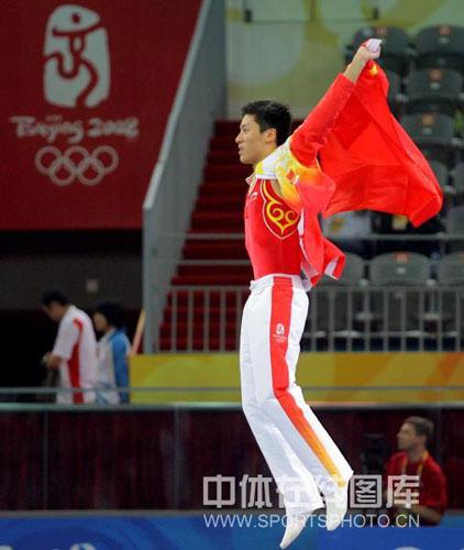 图文-[奥运]蹦床男子个人决赛 高高站上领奖台