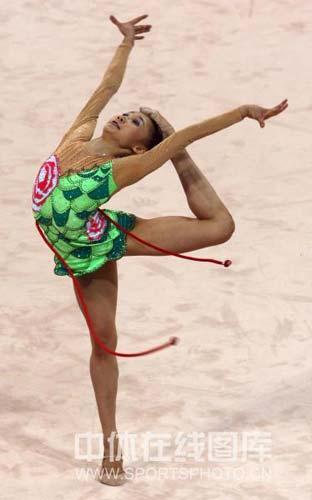 图文-艺体个人首轮李红扬位列第12 孔雀在飞舞