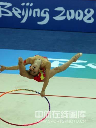 图文-艺体个人首轮李红扬位列第12 高高跃起