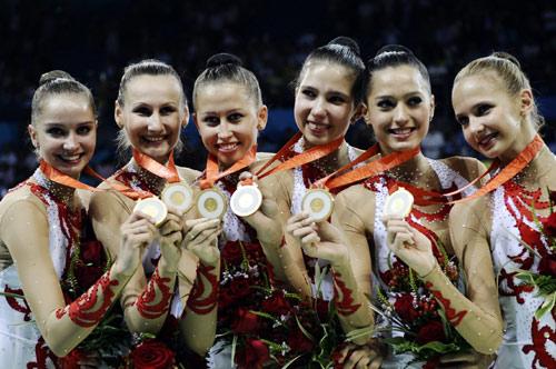 图文-艺术体操集体全能 俄罗斯姑娘展示金镶玉