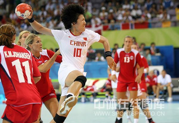 图文-[女子手球]中国23-30挪威 10号头发炸起
