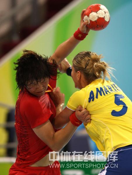 图文-[女子手球]中国不敌罗马尼亚 中国队进攻