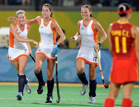 女曲决赛中国0-2荷兰