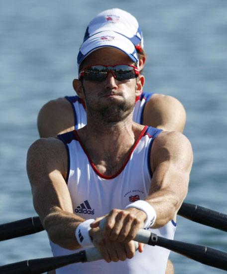 图文-男子轻量级双人双桨半决赛 英国队咬紧牙关