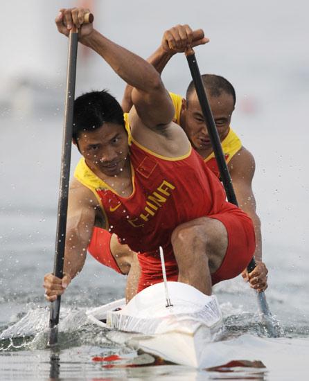 图文-皮划艇静水赛事精彩回顾 孟关良杨文军在比赛