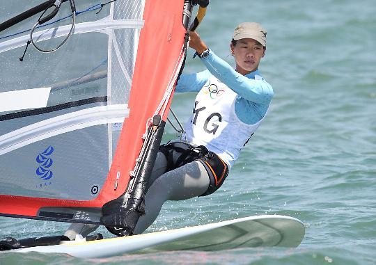 图文-殷剑获女子帆板奥运冠军 中国香港选手陈慧琪