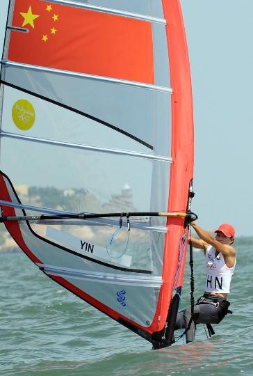 图文-殷剑获女子帆板奥运冠军 中国选手殷剑