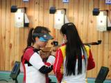 图文-女子十米气步枪进行实战演练 选手互换心得