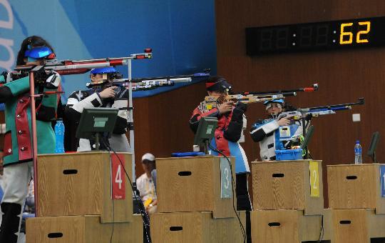 图文-北京奥运会首金诞生 各国射击选手在比赛中