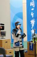 图文-埃蒙斯夺得北京奥运首金 赛后心情很好