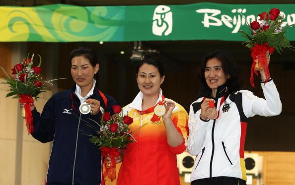 图文-女子25米运动手枪陈颖夺冠 前三甲合影留念