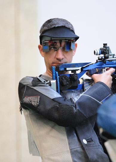 图文-50米步枪三姿赛邱健夺冠 德贝维奇夺得第三
