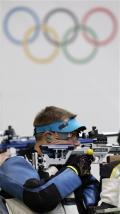 图文-50米步枪三姿邱健夺冠 埃蒙斯在比赛中