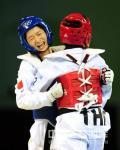 图文-跆拳道女子49公斤级决赛 接受对手的祝贺