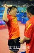 图文-乒乓球男团预赛中国胜希腊 刘国梁嘱咐两句