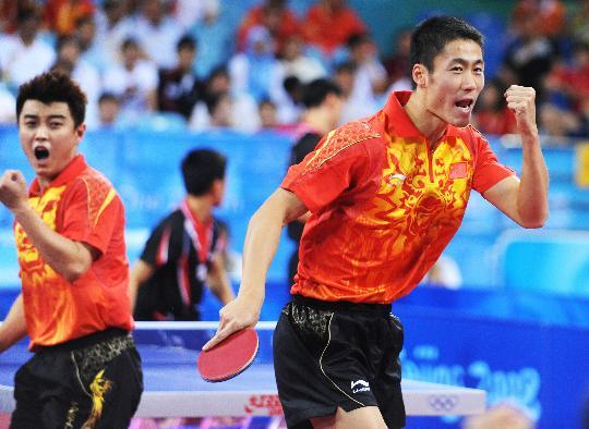 图文-乒乓球男团半决赛 男双组合庆祝得分