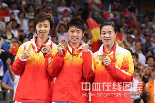 图文-[奥运会]乒球女团决赛 三张可爱的笑脸