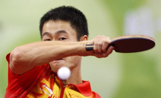 图文-乒乓球男单第三轮 中国选手王励勤