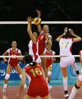 图文-中国女排3-1逆转欧洲劲旅 队长领军防守