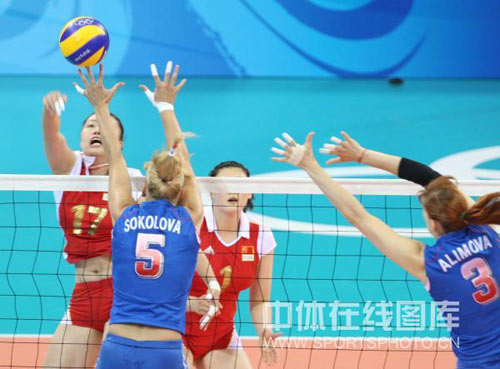 图文-女子排球1/4决赛打响 斯科洛娃拦网