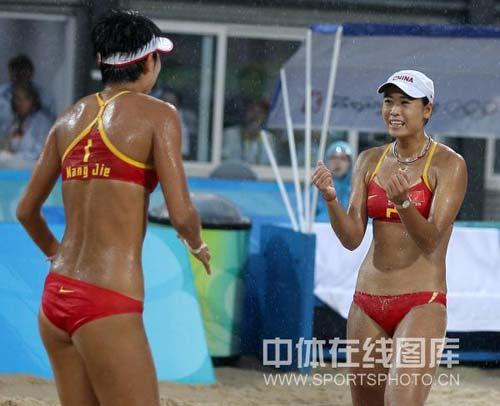 图文-奥运女子沙滩排球决赛赛况 被晒的黝黑