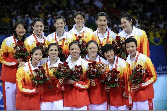 图文-奥运中国女排喜获铜牌 中国姑娘喜获铜牌