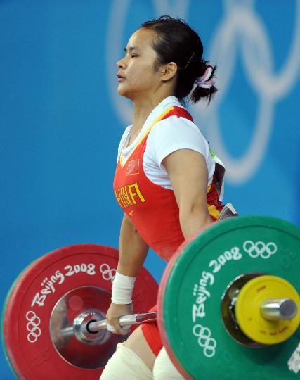 图文-女子举重48公斤级决赛 陈燮霞首次试举成功
