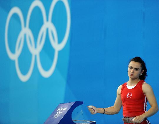 图文-女子举重48公斤级决赛 塔伊兰三次试举失败