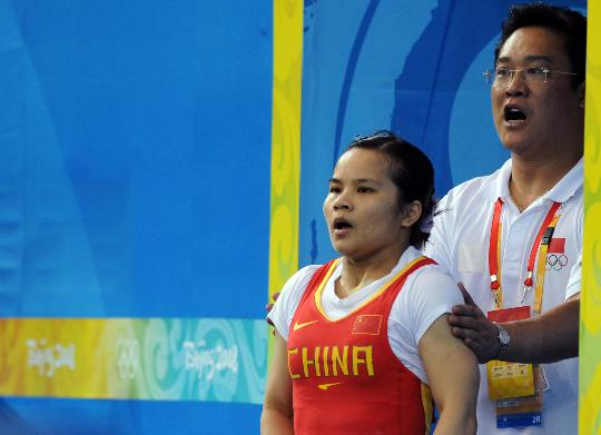 图文-女举48公斤级陈燮霞夺中国首金 准备上场