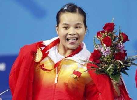 图文-陈燮霞夺北京奥运中国军团首金 可爱笑容