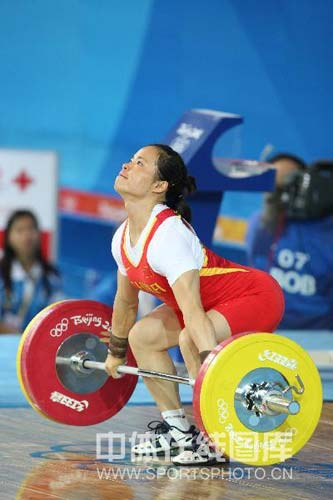 图文-女子举重58公斤级陈艳青夺得金牌 证明自己