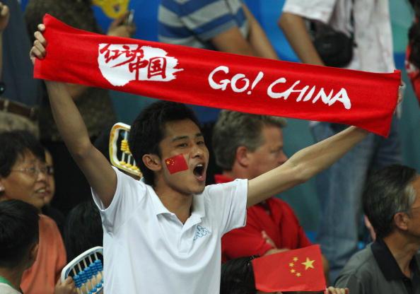 图文-女子举重58公斤级比赛 中国观众现场助威