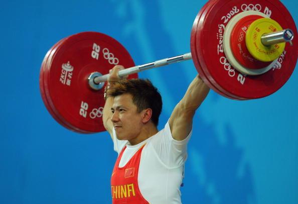 图文-男子举重62公斤级比赛 张湘祥实力强劲