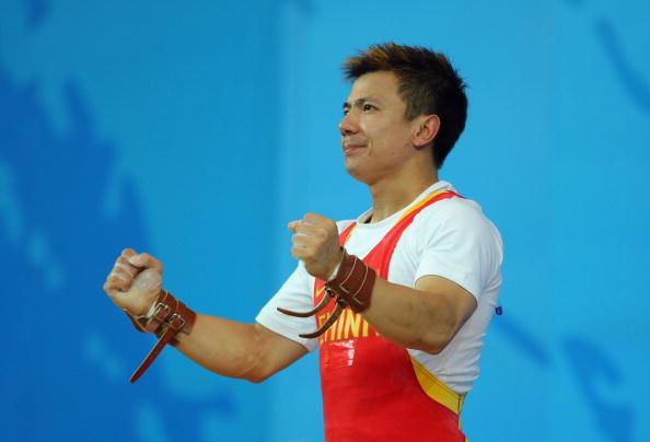 图文-男子举重62公斤级比赛 张湘祥最终拿到金牌