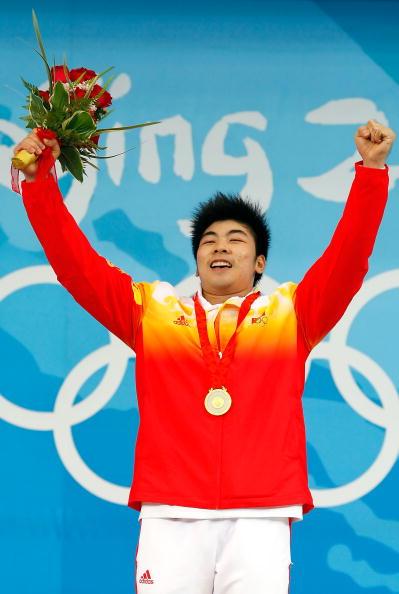 图文-男子举重85公斤级决赛 陆永夺冠激情四射