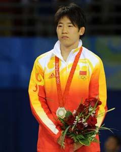 摔跤55公斤级许莉43秒脆败摘银日本传奇人物夺冠