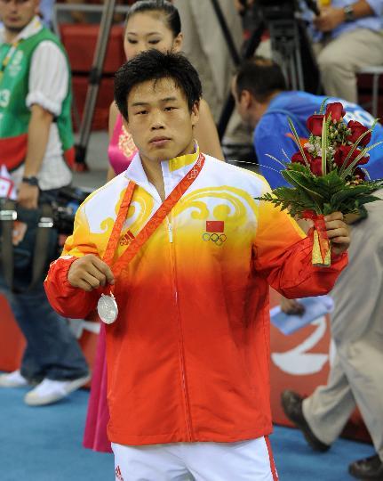 古典摔跤74KG常永祥摘银