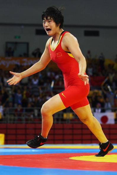 图文-女子72公斤级自由式摔跤 王娇夺冠激情四射