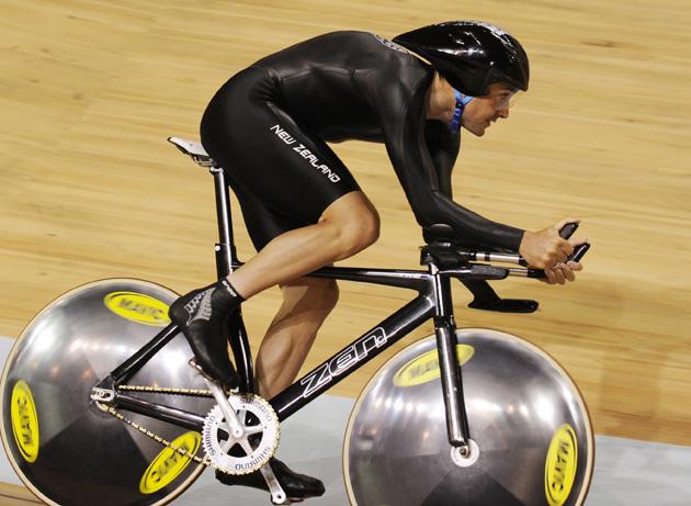 图文-场地自行车个人追逐赛 鲁尔斯顿获得第二名