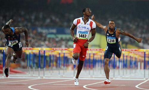 Photo: Cuba's Robles wins Men's 110m Hurdles gold