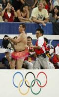 图文-[奥运]马术障碍赛个人 驱逐另类球迷