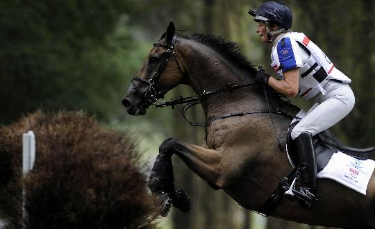 图文-马术三项赛精彩回顾 玛丽-金纵马跨越