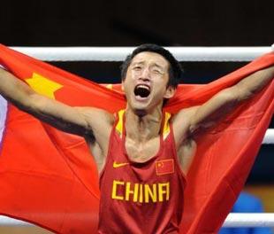 Zou Shiming gana primer oro olímpico en boxeo para China