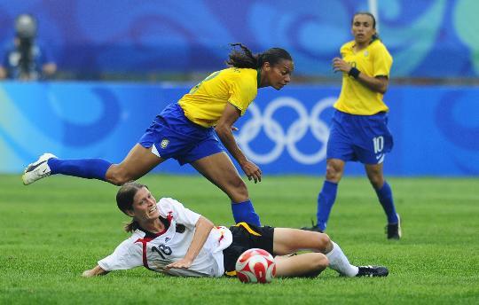 图文-[女足]德国队0-0巴西 罗萨娜格芬克斯硬碰硬